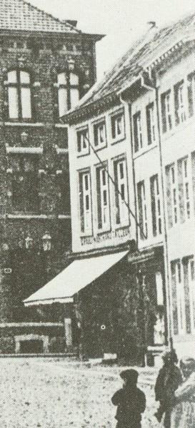 De drie panden gebouwd op de plaats van de schuur en de tuin Bellemans, ca. 1900 (detail prentbriefkaart)
