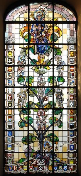 Geschenk van de Broederschap van O.-L.-Vrouw Virga Jesse - glasraam Amand van Rompay 1989 (foto: collectie Virga Jessecomité)