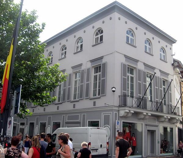 Lakenhalle, Grote Markt 29 - Koning Albertstraat 1 (foto: Sonuwe, 2011)