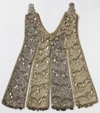Kleedje van 'de Morin', deels verguld zilver op linnen (collectie Het Stadsmus Hasselt; bruikleen kerkfabriek Sint-Quintinus en Onze-Lieve-Vrouw)