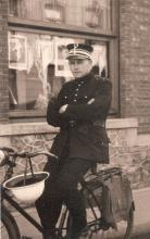 Louis Berten in de Windmolenstraat, 1946 (uit: privécollectie)