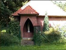 Kapel Onze-Lieve-Vrouw van Banneux, Borggravevijversstraat (uit: http://kadoc.kuleuven.be/kapelletjes/images/lim/121has666471.jpg, 2000)