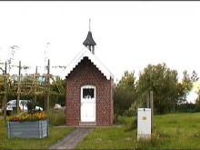 Kapel Onze-Lieve-Vrouw van Altijddurende Bijstand, Bosstraat (uit: http://kadoc.kuleuven.be/kapelletjes/images/lim/50has664448.jpg, 2000)