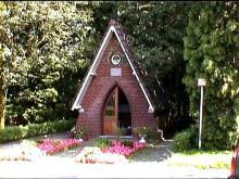 Kapel Onze-Lieve-Vrouw van Rust, hoek Brugstraat-Zandstraat (uit: http://kadoc.kuleuven.be/kapelletjes/images/lim/124has680464.jpg, 2000)