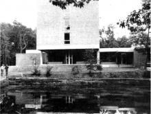 Het nieuwe ontmoetingscentrum «De Borggraaf» te Hasselt, een oase van stilte en rust. (uit: Borggraaf: ontmoetingscentrum voor jeugd, volwassenen en 65- plussers (1975))