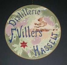 Distillerie F. Villers Hasselt, publiciteitsschotel, Hasseltse keramiek (collectie Jenevermuseum Hasselt)