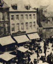 Fruitmarkt, De Tennen Knop (na toevoeging buurpand De Doorne Croon), detail uit prentbriefkaart