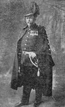 Commandant Eugeen Weltjens in groot ornaat van officier der garde civique (uit: Dat was de Garde Civique (VIII) / Tuchtraad, Keerzijde van de Medaille (1954))