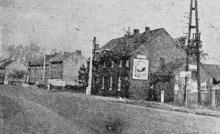 In dit gebouw te Rapertingen baatte tijdens de eerste wereldoorlog het gezin Groven een herberg uit en hadden Huissier Willems en Pie Grauls hun vooruitgeschoven stelling tegen de vijand. (uit: Dat was de Garde Civique (25) / Uhlanen doorkruisen ..(1954))