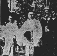 Z.E.H. Habraken tijdens de 'spreekkoren' (uit: Een groot Priester is heengegaan (1946))