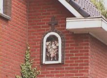 Kapelletje Onze-Lieve-Vrouw, zijgevel Herkkantstraat 15 (http://kadoc.kuleuven.be/kapelletjes/images/lim/71has580435.jpg, 2000)