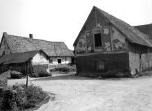 Achterkant van hoeve, Herkkantstraat 9 (uit: Inventaris van het cultuurbezit in België (1981), fig. 882 - Frieda Schlusmans, 05-1976 - Vlaamse Gemeenschap)
