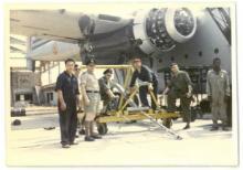 Kitona, panne aan rechtermotor van het vliegtuig, foto genomen door Jozef Verlaak, 15-20 juli 1960 (foto: privécollectie)