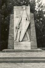 Nationaal Monument voor de Oorlogsvrijwilligers, ingehuldigd in 1961
