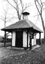 Kapel van Hilst, Oude Truierbaan (uit: Inventaris van het cultuurbezit in België (1981), fig. 852 - Frieda Schlusmans, 11-1975 - Vlaamse Gemeenschap)