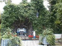 Lourdesgrot, Overdemerstraat (uit: http://kadoc.kuleuven.be/kapelletjes/images/lim/104has623468.jpg, 2000)