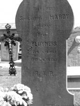 Grafsteen Scholastica (Laske) Pluymers-Hardy, kerkhof Spalbeek