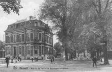 Het huis Goetsbloets-Palmers uit 1872 (uit: Hasselt in oude prentkaarten (2003), nr. 90)