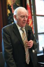 Xavier Staelens bij de viering van zijn 80ste verjaardag (foto: Veldeke Hasselt vzw, 2011)