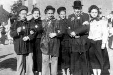 Viering gouden bruiloft Motmans-Ceulemans, 1950 (uit: Kuringen Sint-Jansheide Schimpen Tuilt Stokrooie / Warm aanbevolen (2004))