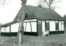 Bezembinderswoning, Zonhovenstraat 9 (uit: Inventaris van het cultuurbezit in België (1981), fig. 796 - Frieda Schlusmans, 10-1975 - Vlaamse Gemeenschap)
