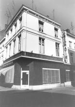 De Bloempot, Zuivelmarkt 1 (uit: Inventaris van het cultuurbezit in België (1981), fig. 768 - Frieda Schlusmans, 08-1975 - Vlaamse Gemeenschap)