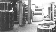 Kiezen maar, in een mooi interieur tussen het neusje van de zalm voor de binnenhuisbekleding bij Valkenborgh te Hasselt. (uit: Huis A. Valkenborgh na brand opnieuw open te Hasselt (1972))