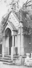 Grafkapel familie de Corswarem, Oud Kerkhof (uit: 52 waardevolle Hasseltse gebouwen en monumenten (1977), nr. 52)