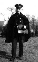 Postbode Leon Cox (Hasselt 1887-Laken 1974) (uit: Kuringen Sint-Jansheide Schimpen Tuilt Stokrooie / Warm aanbevolen (2004), p. 86)